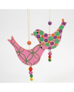 Puiset linnut koristeltu Poster Hobby tusseilla
