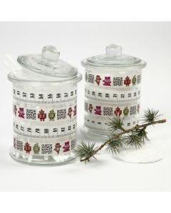Kuvioteipillä koristellut lasipurkit