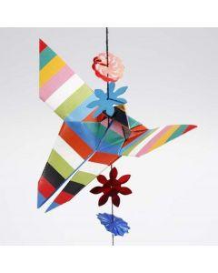 Origamipaperista taiteltu perhonen