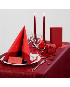 Tunnelmallisen punainen juhlapöytä