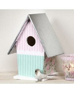 Sinkkikattoinen linnunpönttö, joka on koristeltu maalaamalla ja decoupagella