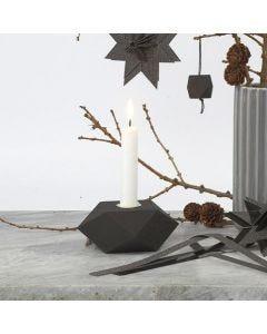 Mustaksi maalattu kynttilänjalusta