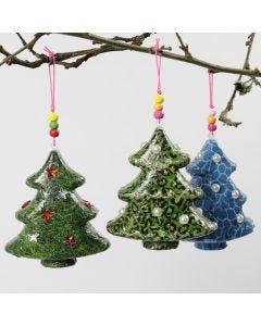 Joulukuusi koristeilla ja decoupagella