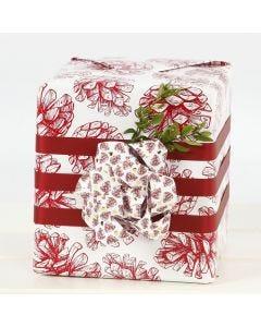 Isolla rusetilla koristeltu lahjapaketti