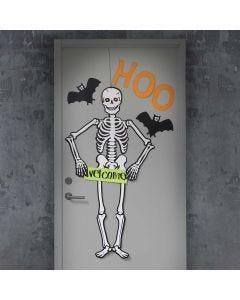 Luurangolla ja lepakoilla koristeltu halloween ovi