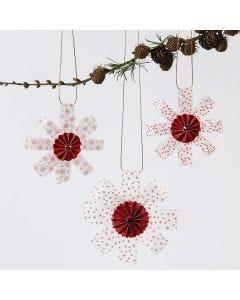 Roikkuvia koristeita kuultopaperisuikaleista, roseteista ja kimalteesta