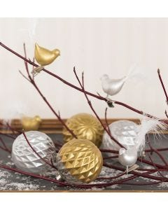 Lasipallot ja -linnut, koristeltu Glas Color ceramic-maalilla ja höyhenillä.