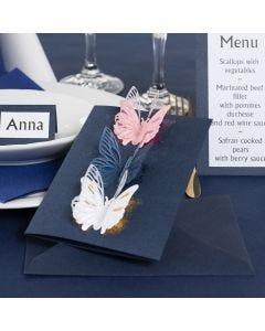 Perhosilla koristeltu kutsukortti