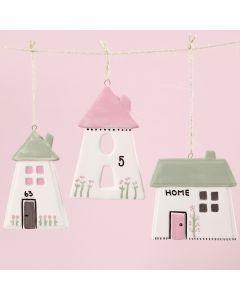 Lasi- ja posliinimaalilla koristellut talot