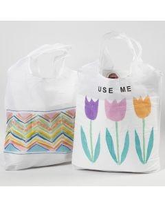Tekstiilitusseilla ja siirtotarroilla koristeltu ostokassi