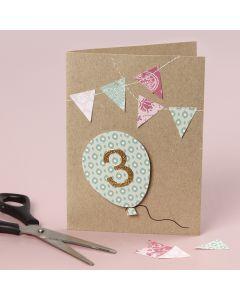 Syntymäpäiväkortti ommelluilla yksityiskohdilla