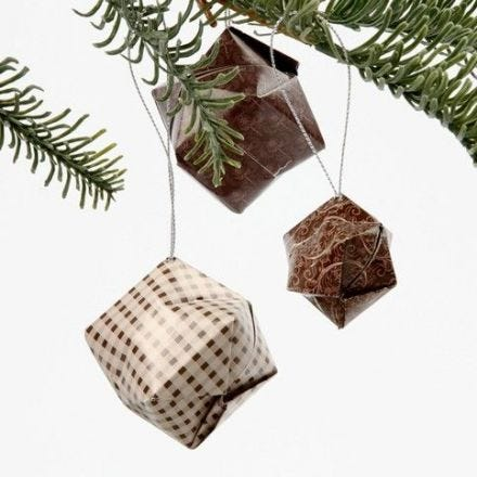 Joulukuusenkoristeita