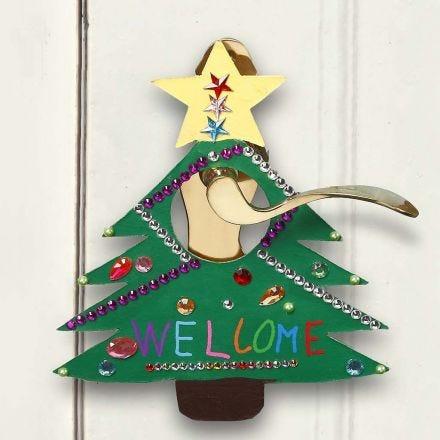 Maalattu ja koristeltu kyltti jouluksi