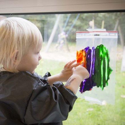 Maalaa kuva läpinäkyvään muovipussiin