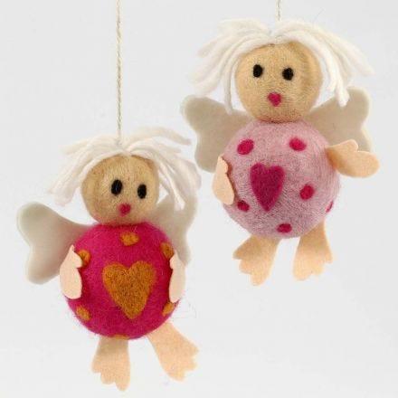 Styroxpalloista ja villasta tehdyt enkelit