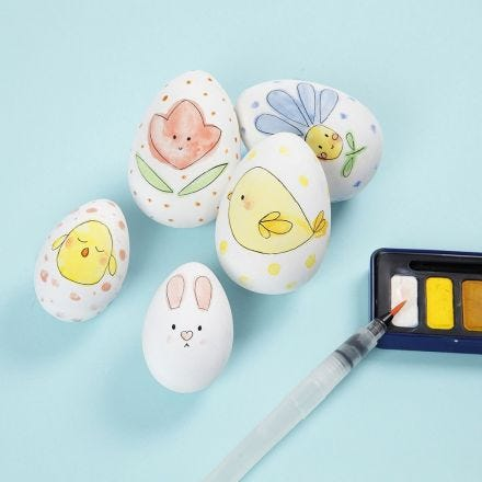 Väsiväreillä koristellut pääsiäismunat