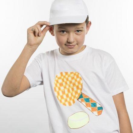 Sporttisella aiheella koristeltu t-paita