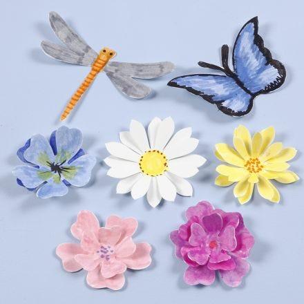 Leikatut hyönteiset ja kukat
