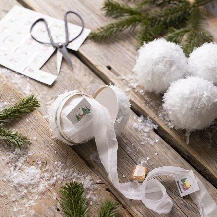 Itse tehdyt lumipallot pienillä yllätyksillä