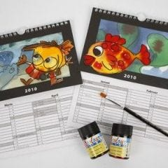 Kalenteri hauskoilla kuvilla ja vaihtuvilla taustoilla