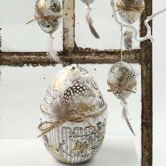 Decoupagepaperilla koristellut munat