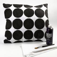 Mustavalkoinen tyynynpäällinen