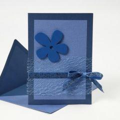 Happy Moments-sarjasta tehty sininen kortti