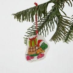 Joulukoristeita kuvioidusta kutistemuovista