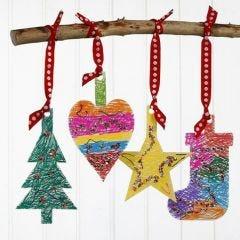 Ripustettavat kartonki joulukoristeet
