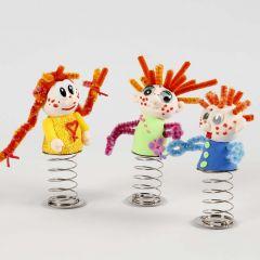 Pienet silkkimassa nuket