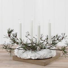 Oksilla ja paljeteilla koristeltu Foam Clay -adventtikynttelikkö