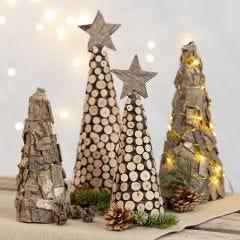 Koristellut joulukuuset styrox-kartioista