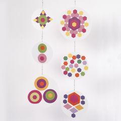 Mobile värillisistä papereista.