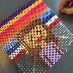 Pixelitaidetta Nabbi-putkihelmillä