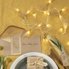 Kuivatuilla lehdillä koristeltu LED- valoköynnös