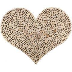 Puukiekoista tehty suuri sydän