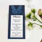 Sininen menu perhoskoristeella