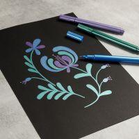 Piirrä Metallic tusseilla mustalle paperille