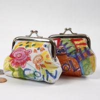 Tekstiilitusseilla koristeltu kukkaro