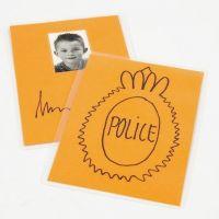 Hauska poliisimerkki leikkeihin