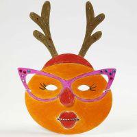 Maalattu ja koristeltu naamio jouluksi
