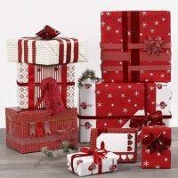 Punavalkoista lahjapaketointia