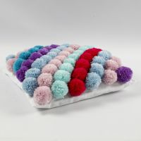 Tyynynliina pompomeista