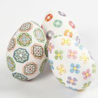 Kuvioteipeillä koristellut pääsiäismunat