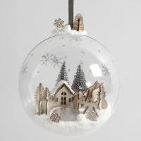 Miniatyyrimaailma koristepallossa