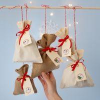 Joulukalenteri kangaspusseista, numerotarroista ja etiketeistä