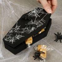 Halloween arkku hämähäkeillä